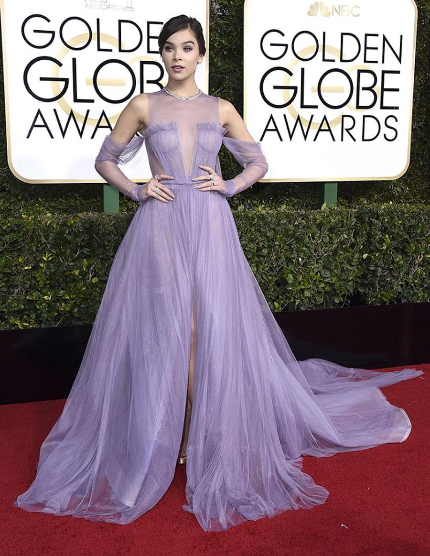 2017 Golden Globes Looks - Hailee Steinfeld