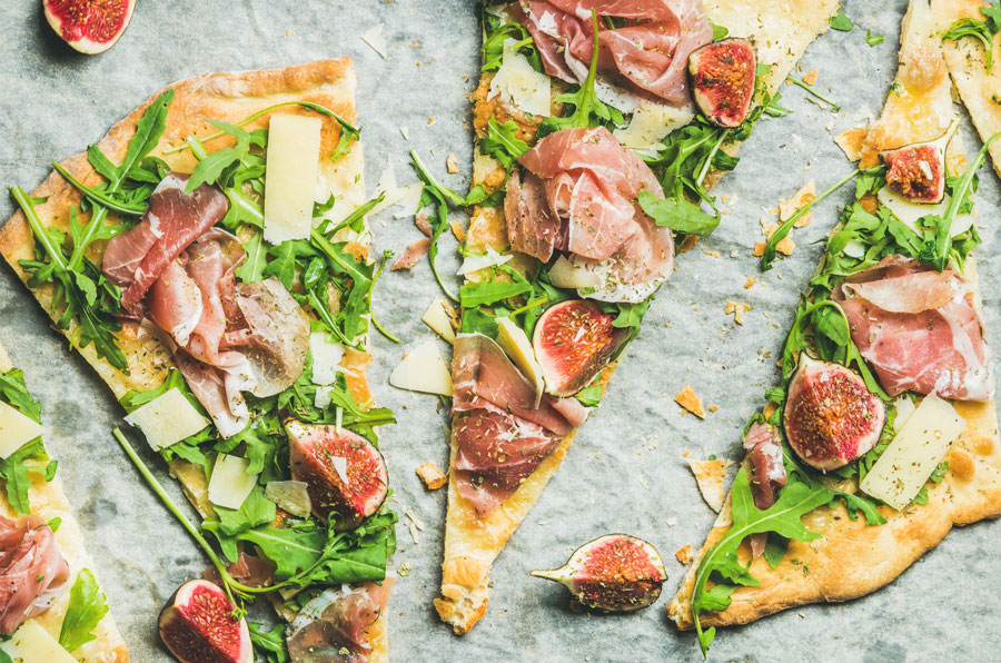 Recipe Spotlight: Easy Fig and Prosciutto Flatbread