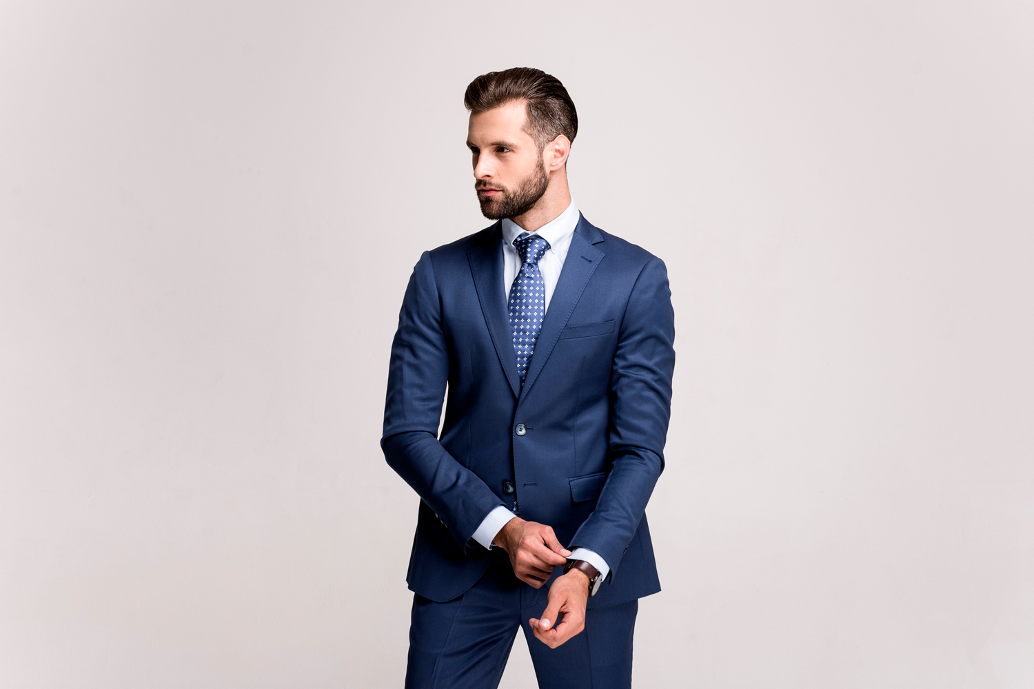 5 Ways to Wear a Navy Suit
